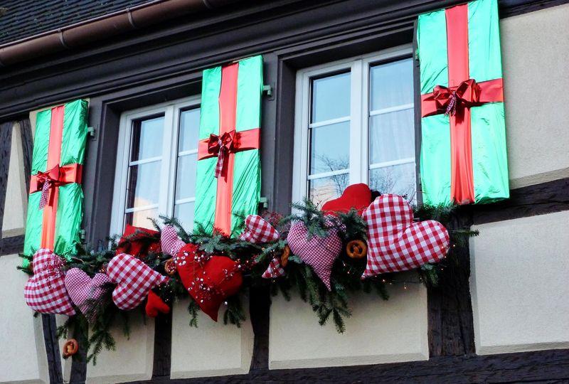 Christmas windows in alsace ma vie trouv e for Decoration fenetre bow window