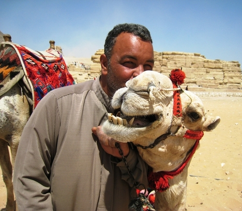 Camel_kiss_w_owner_3_2